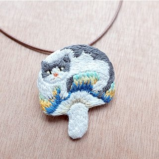 by.dorisliu - Gray cat and Mushroom  brooch/ necklace