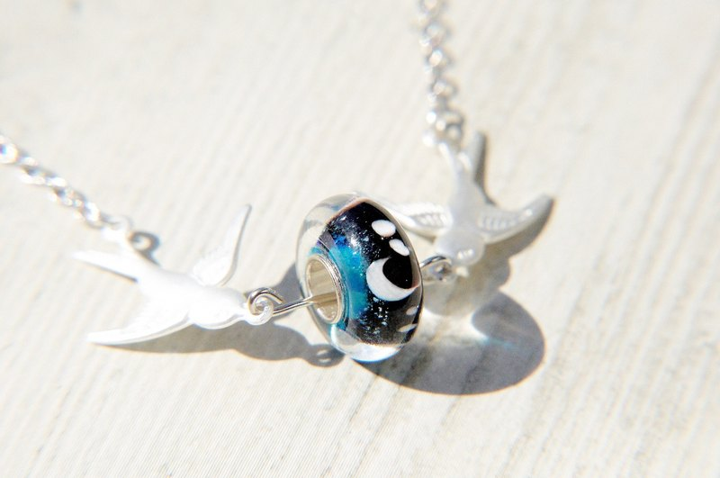 Valentine's Day gift / simple sense / mouth-blown glass necklace clavicle short chain long chain - fly blue bird astral universe