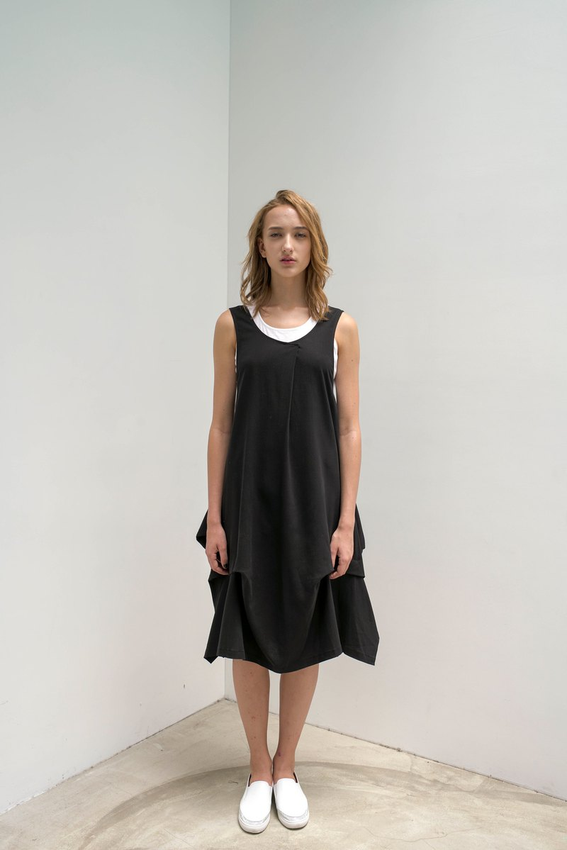 The hem is pleated. Tencel vest dress. Spring and summer | Ysanne