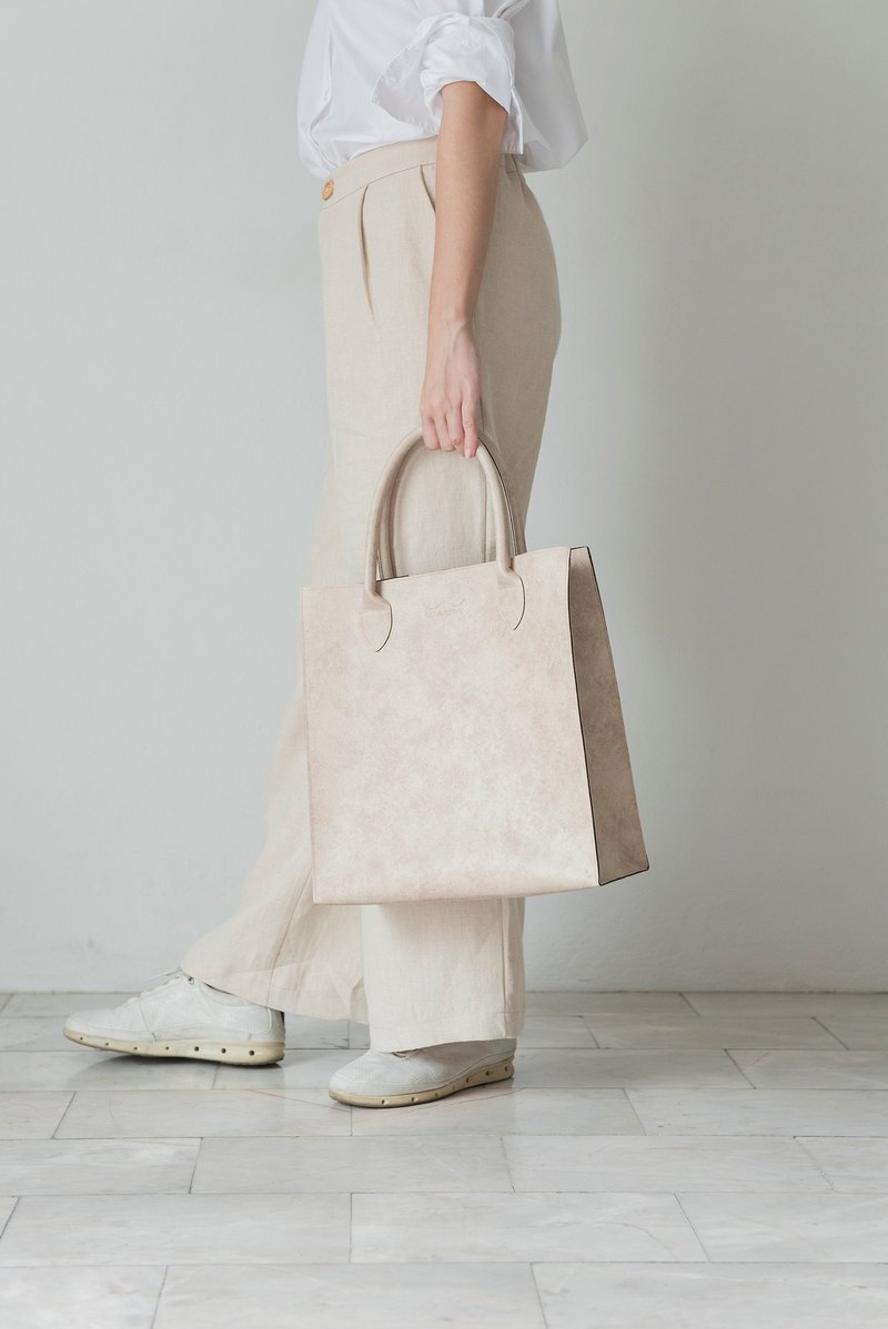 Jumbo Leather Tote Bag (Ivory)
