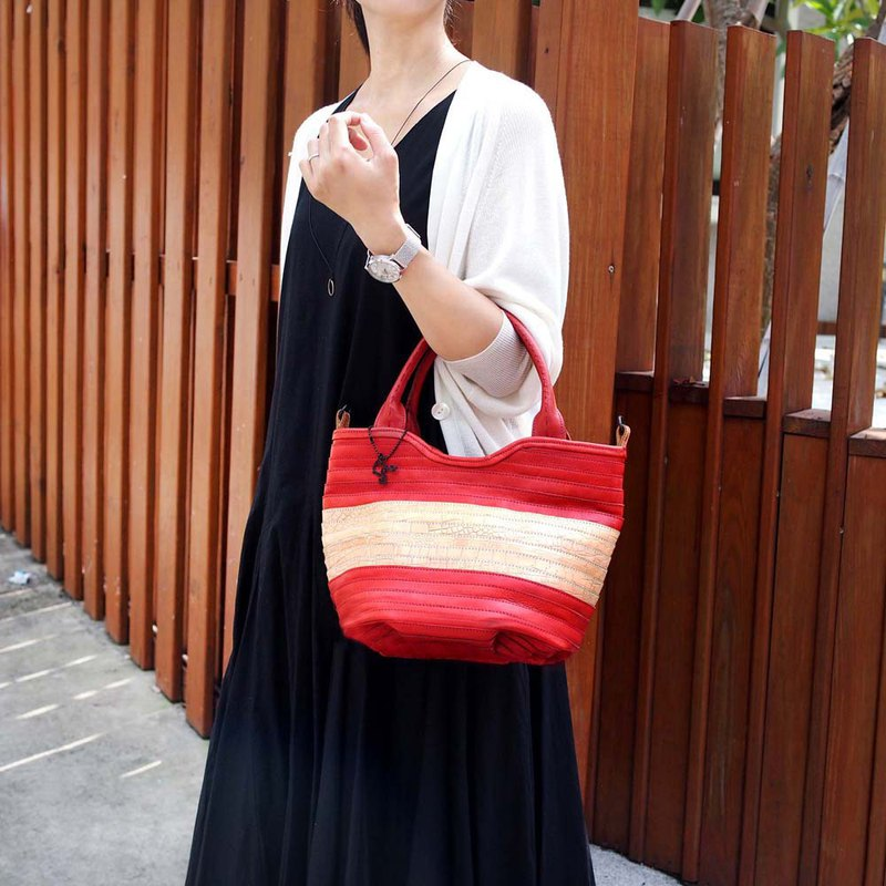 Japanese hand-dyed soft cowhide woven jump color hand / shoulder bag Made by ROBITA