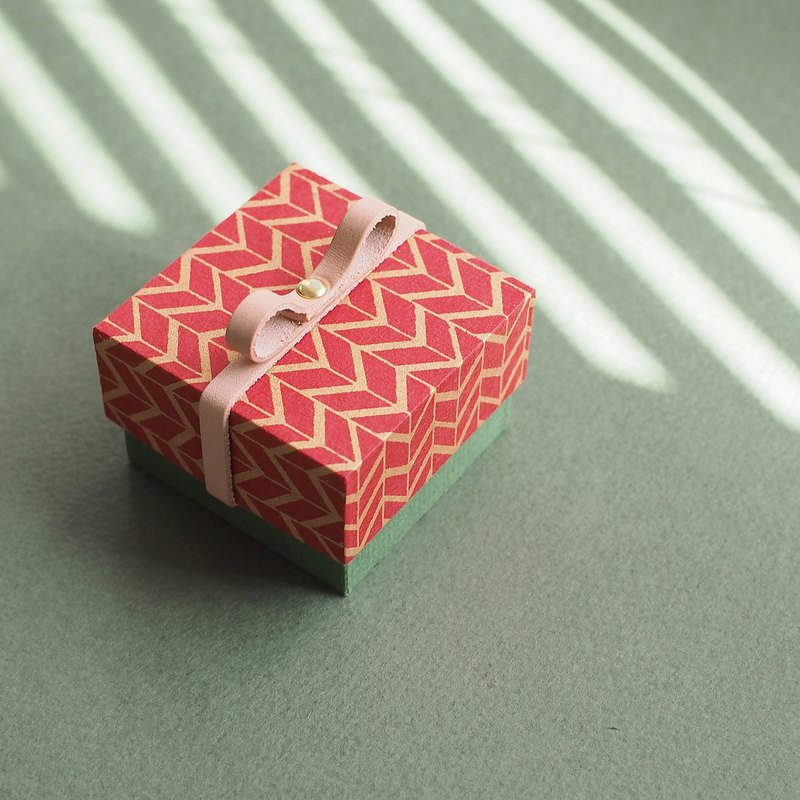 Red) Konbun Quantity Limited Holiday Box Small Gift Box with Leather Ribbon