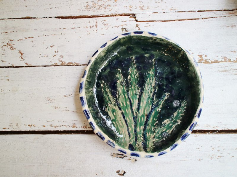 The third floor hand-made pottery cactus dark green plate