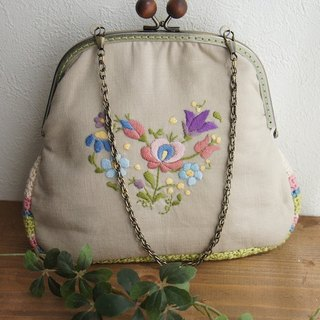 Coin Bag of embroidery and crochet (Beige)