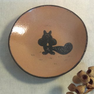 DoDo hand whisper. Animal silhouette series - squirrel medium plate (iron red)