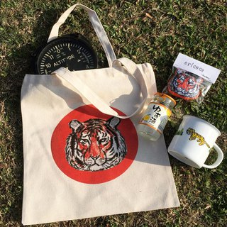A tiger tote bag