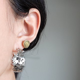 Stardust one ear hoop earring / silver