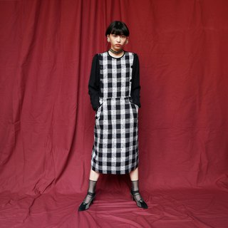 Pumpkin Vintage. Ancient round neck plaid dress
