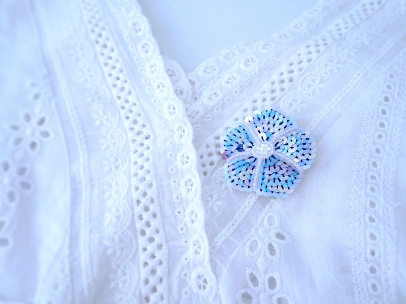 [Embroidery] Asago brooch blue