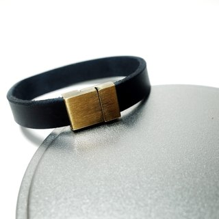 Leather Bracelet (14 colors / engraving service)