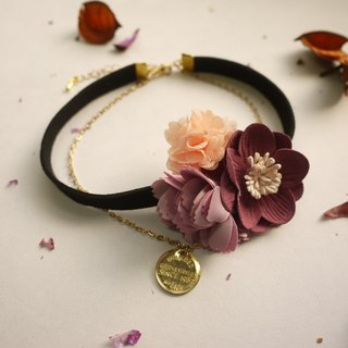 Early summer flowers necklace. Rose quartz powder] [Panna Cotta
