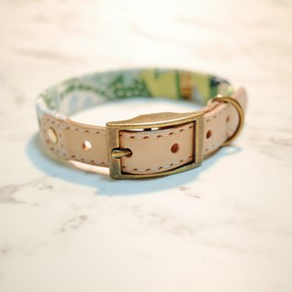 Animals in the light green forest of the dog collar M can be pulled on the skin