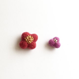 Flowers blossoming wool felt pins