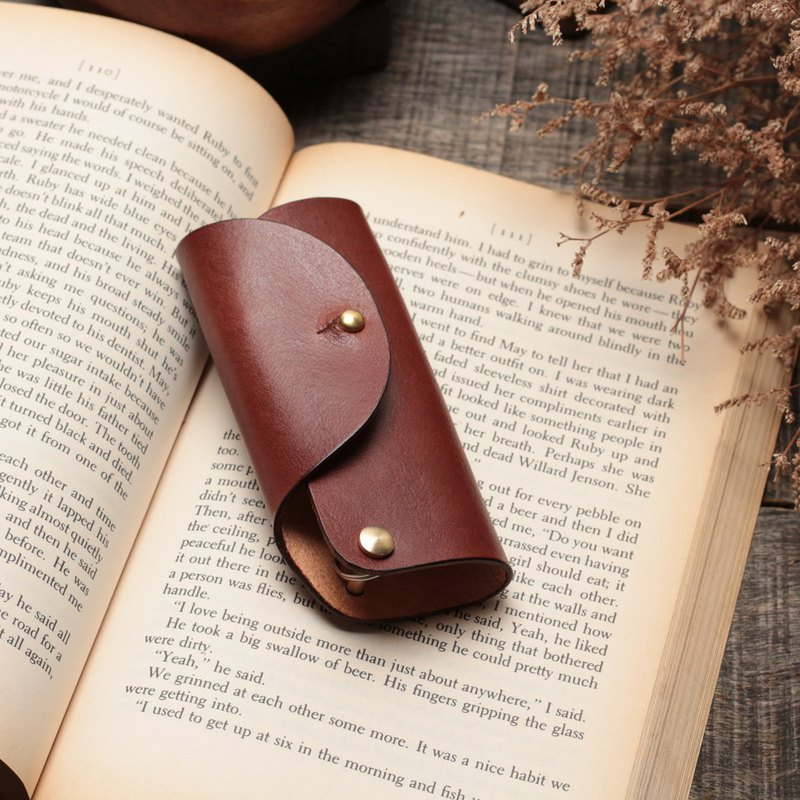 Minimal coffee red hand dyed vegetable tanned cow leather handmade copper hardware key case