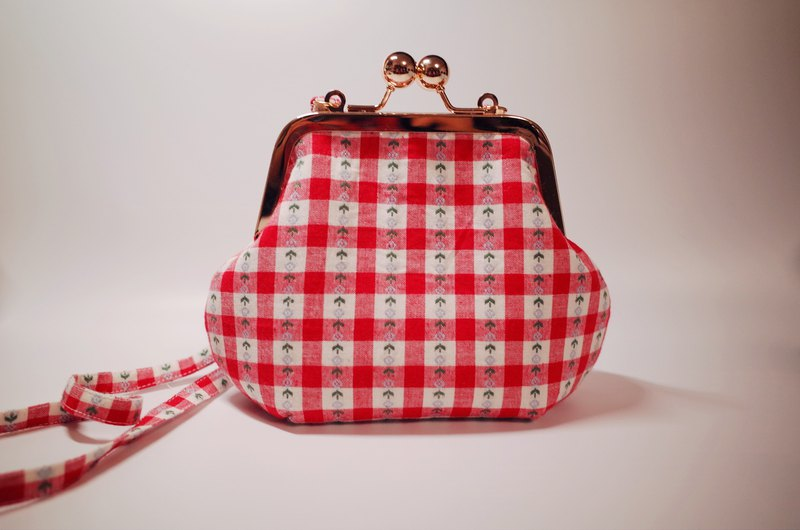 Little cute. Red plaid with small mouth gold bag / messenger bag / girl gift