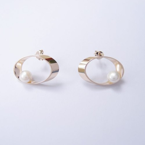 Planetary orbit metal pearl earrings