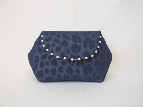 LEOPARD CLUTCH POUCH / navy