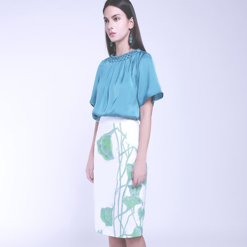 Elegant designer hand-drawn green leaf print, white oxford tighten skirt