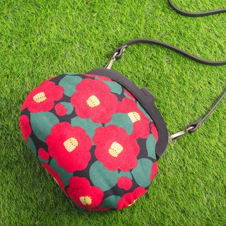 Japanese stump flower black / large / wood mouth gold bag / retro cross backpack / portable bag / fat nest hand made