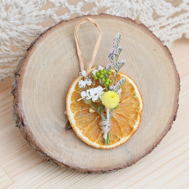 """Three hand-made floral cat"" savory orange dried flower bouquet Charm"