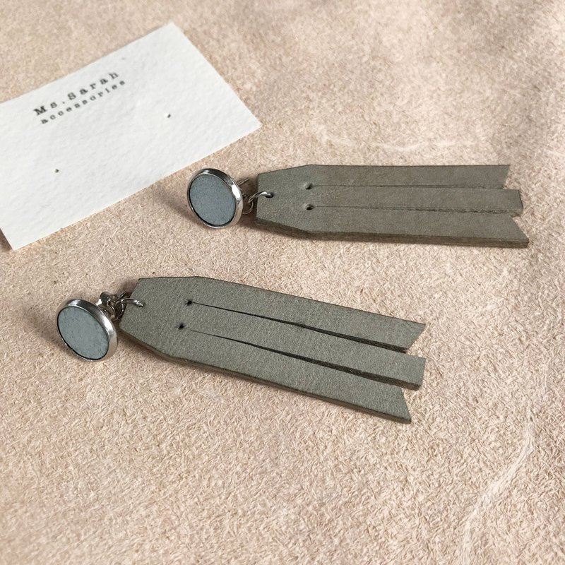 Leather earrings_ Round frame No. 8 works #10_Fringe models_Mint green with gray (can be changed)