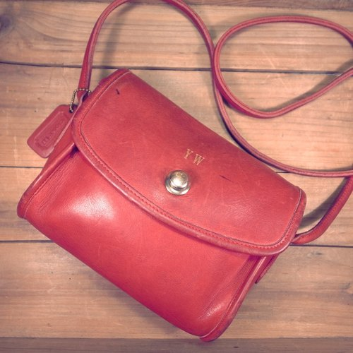 [Bones] COACH red dorsal thick leather packet out of print genuine antique bag Vintage