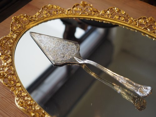 Early English silver cake knife / knife pie