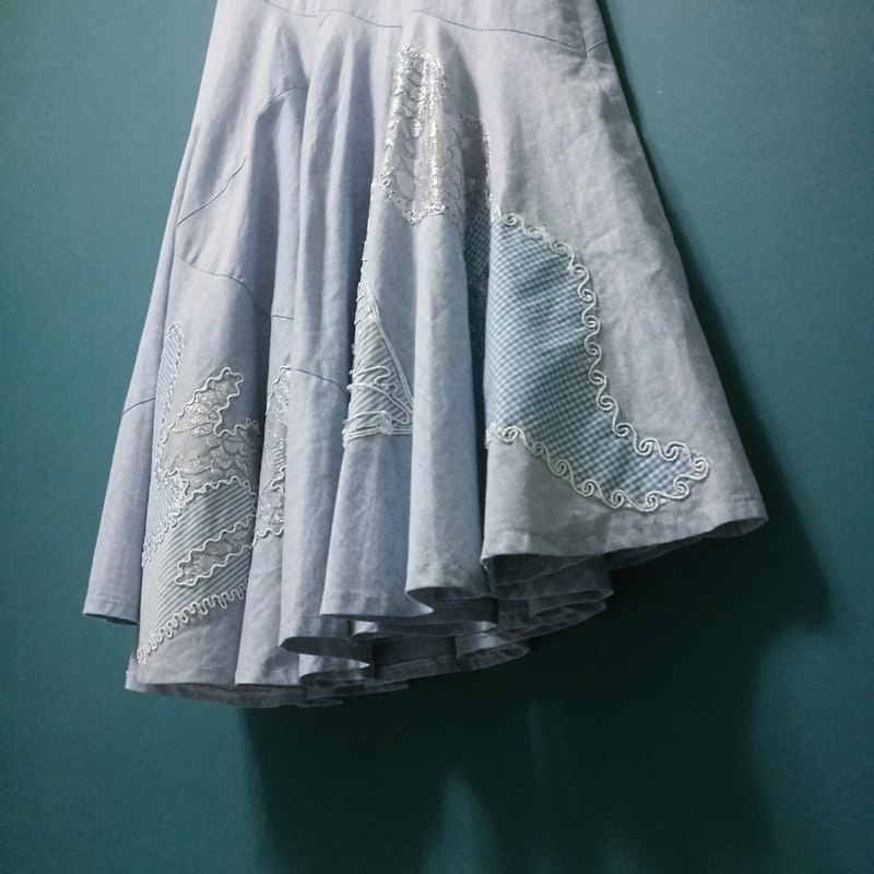 / Lin Yumeng / light blue oblique dangle embroidered lace tannin dress