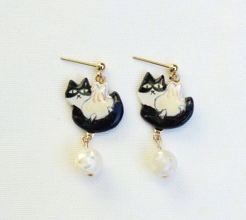 Xiaolongbao Cat Earrings / Taiwanese Snacks / Ear Clips / Hand Painted / Animals