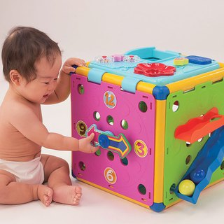 Dynamic brain power toy box