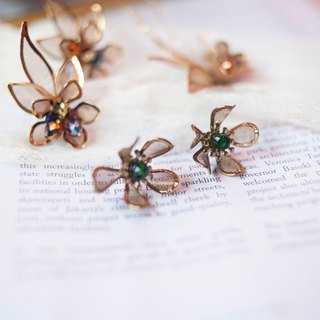 Febbi brass flower earrings