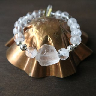 Extremely strong energy [spiritual • small handbag] Brazil pyramid white ghost / rainbow crystal / 925 sterling silver beads / white crystal ore. Crystal king. Vision Crystal unique rare men and women neutral single ring bracelet gift