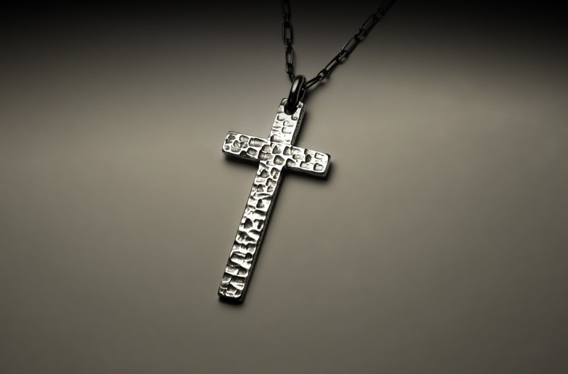 Big cross knocked texture necklace