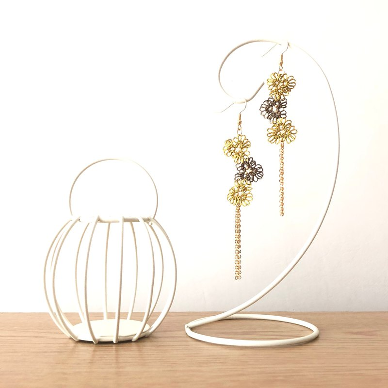 [customized] hand-woven three small flower earrings autumn and winter series Tatting Earrings