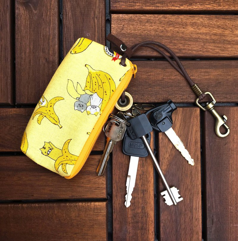 Zipper key case (Aromatic banana cat - fruit milk) Japanese cloth order production*