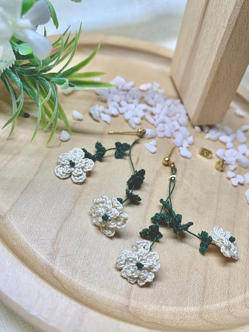 A Bunch of Flowers • Bouquet beige off-white earrings ear pin ear clips total 12 colors