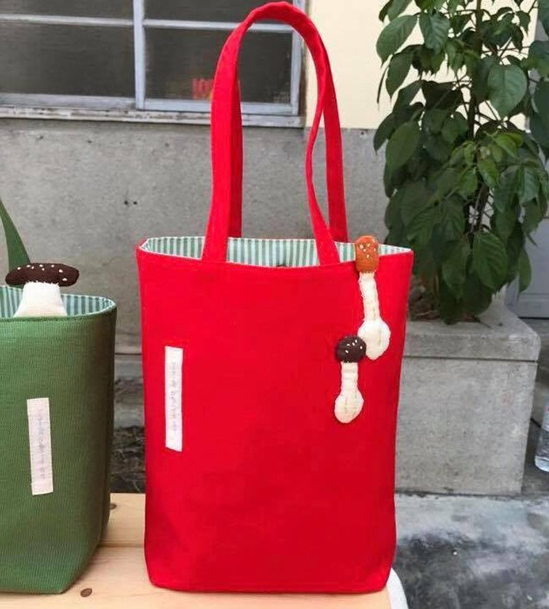 Two-color mushroom bag / is red