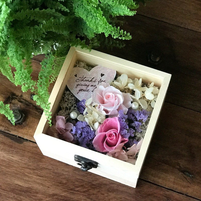 Ying Luo Manor*wedding small things*not withered flowers. Flowers eternal life. Dried Flowers*GIFT*gift of small objects G70 / immortal flower box / Valentines Day / Senior Year / dried flower ceremony