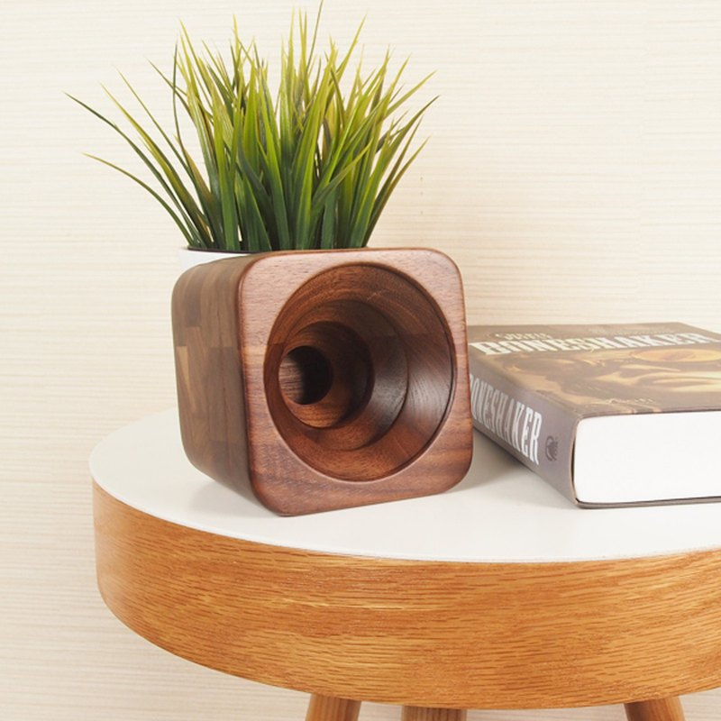 Solid wood mobile phone plug-in speaker