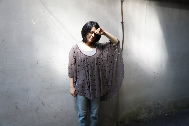 Round neck variegated cloak - Cocoa (can be used as a cloak, blouse, scarf, dress)