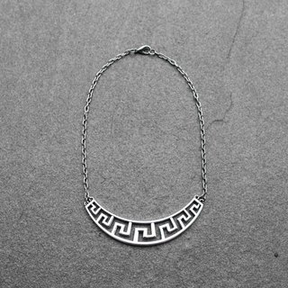 Labyrinth clavicle chain