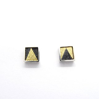 A centimeter square B-925 silver earring on the ear