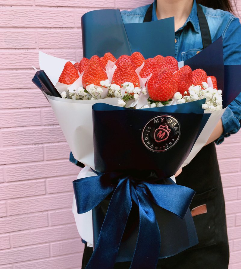 Strawberry Bouquet - Je t'aime French Strawberry Bouquet Large