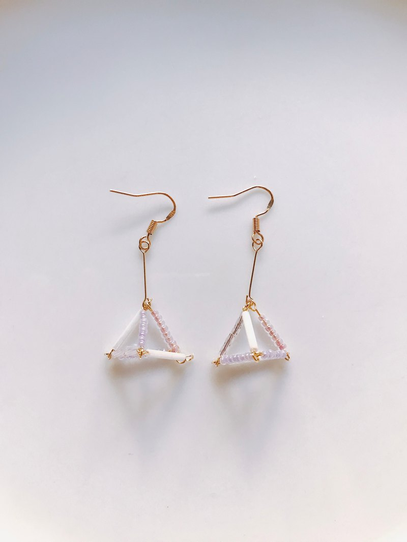 Grape soda pyramid three-dimensional small triangle earrings