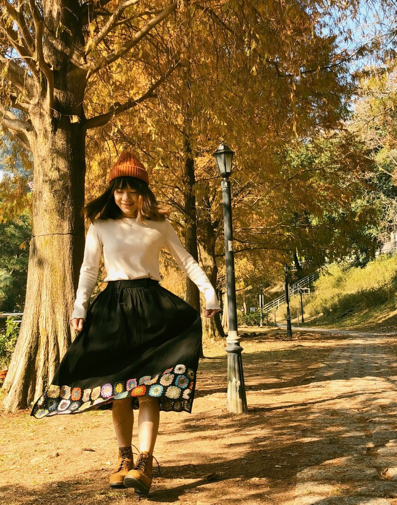 【Cotton Linen Long Skirt with Handstitched Flowers】(Black)