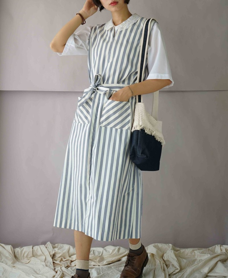 Design hand-made - Wen Qing blue and white straight stripes fallen open long dress