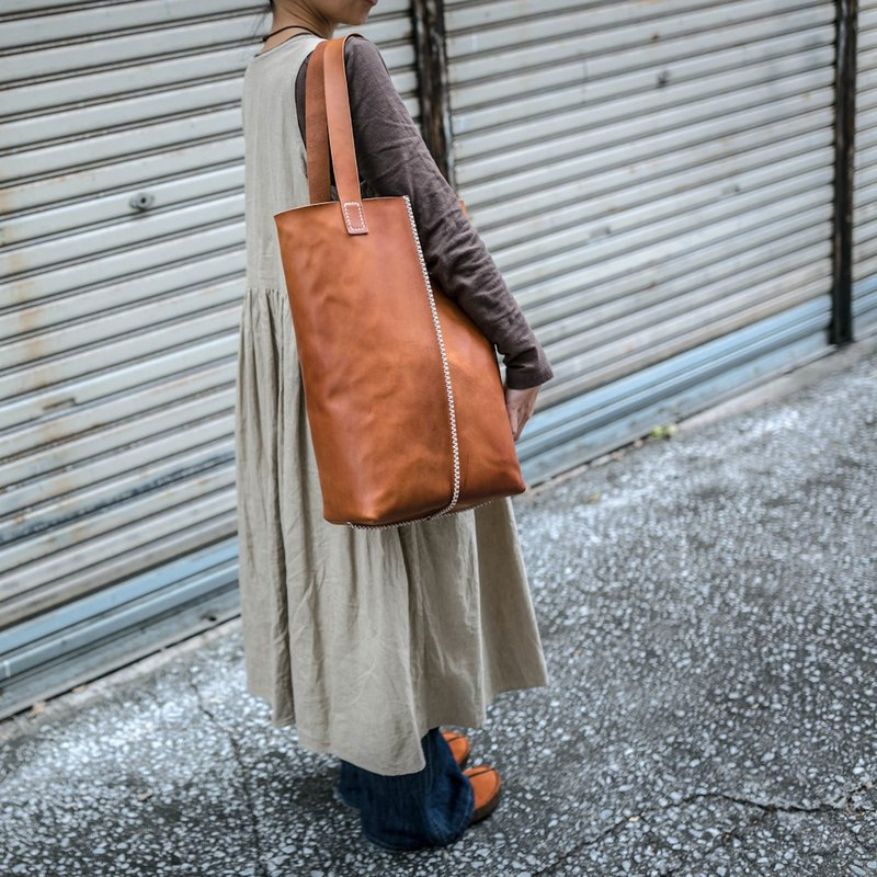 Oblong tote bag cross-stitching real leather / camel