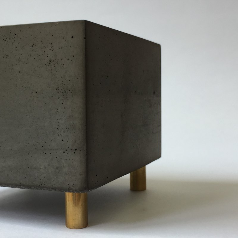 FENEN -Black Concrete Multi-use Pot with brass legs –Square