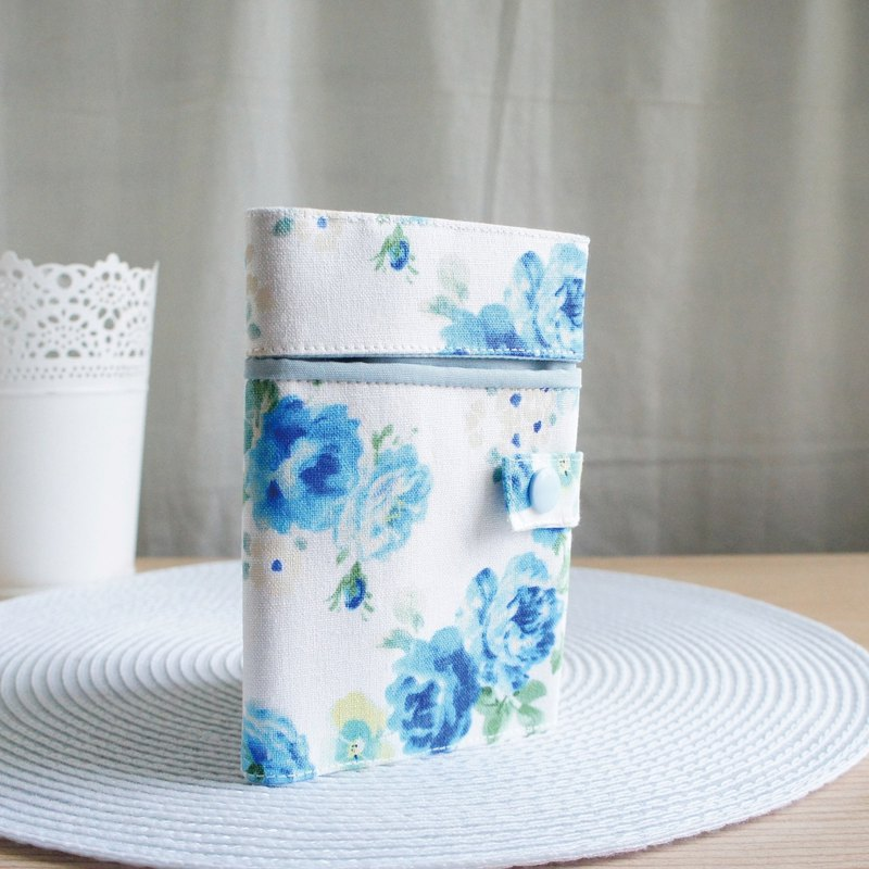 Lovely [Japanese cloth] blue rose piping passport cover, cloth cover 10X14cm, white background