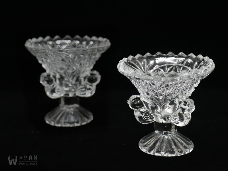Glass cut flower egg cup